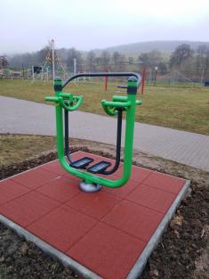 Workoutové hřiště ve sportovním areálu